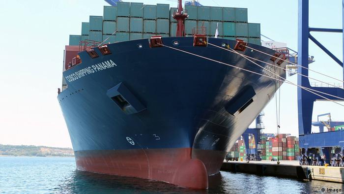 Cosco Shipping Panama am Hafen von Piraeus Griechenland (Imago)