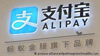 China Alipay Logo in Shanghai (picture-alliance/dpa/Imaginechina/Zhu Lan)