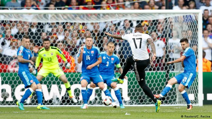 UEFA EURO 2016 - Achtelfinale | Deutschland vs. Slowakei 1 Tor Boateng schießt