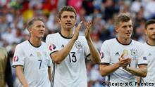 26.06.2016+++++ Football Soccer - Germany v Slovakia - EURO 2016 - Round of 16 - Stade Pierre-Mauroy, Lille, France - 26/6/16 Germany's Thomas Müller and teammates applaud fans as they celebrate after the game , Schweinsteiger , Tony Kroos © Reuters/G. Fuentes