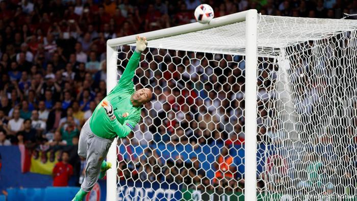 UEFA EURO 2016 - Achtelfinale | Ungarn vs. Belgien | Freistoß De Bruyne