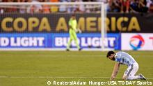26.06.2016 *** Jun 26, 2016; East Rutherford, NJ, USA; Argentina midfielder Lionel Messi (10) reacts during a shoot out against Chile in the championship match of the 2016 Copa America Centenario soccer tournament at MetLife Stadium. Mandatory Credit: Adam Hunger-USA TODAY Sports TPX IMAGES OF THE DAY © Reuters/Adam Hunger-USA TODAY Sports