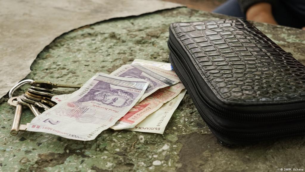 Работиш, но пак нямаш пари: не само в България | Новини и анализи от Европа | DW | 22.01.2019