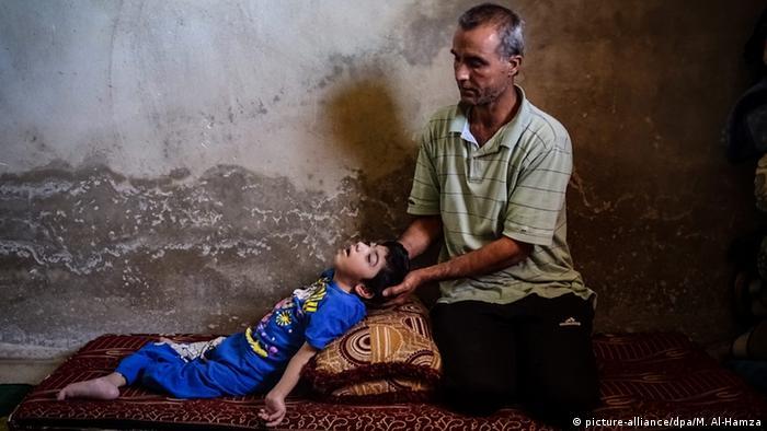 Syrien Bürgerkrieg - Vater mit Tochter