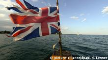 27.3.2013 *** epa03642800 A picture made available on 27 March 2013 shows a Union Jack on the bow of the African Queen during a cruise in Key Largo, Florida, USA, 21 March 2013. The boat was built in England in 1912 and then used in the famous 1951 movie 'The African Queen' starring Humphrey Bogart and Katherine Hepburn. The steam-operated boat has been completely restored and takes film buffs and tourists on area cruises. EPA/ERIK S. LESSER +++(c) dpa - Bildfunk+++ Copyright: picture-alliance/dpa/E. S. Lesser