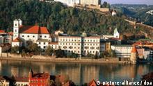 Blick Passau am Inn mit der Veste Oberhaus. Undatiert., View of Veste Oberhaus and Passau, Bavaria. Undated picture.