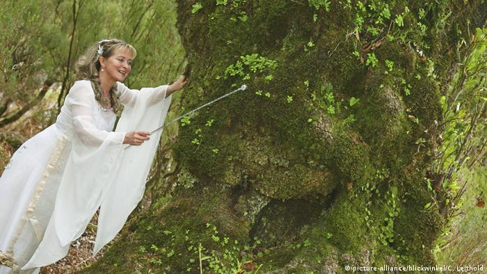 fairy waves a wand at a tree (picture-alliance/blickwinkel/C. Leithold)