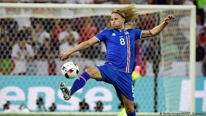 Игрок сборной Исландии Биркир Бьярнасон