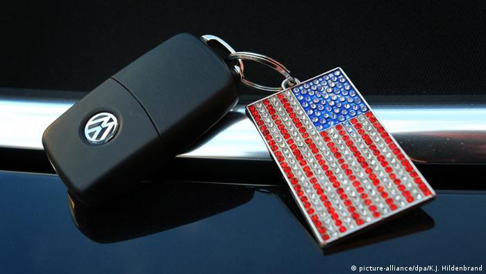 VW Schlüssel mit US-Flagge Anhänger (picture-alliance/dpa/K.J. Hildenbrand)