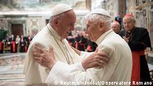 Vatikan Feier des 65. Priesterjubiläums Papst Franziskus und Vorgänger Benedikt