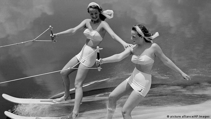 Aquamaids bikini fashion (picture alliance/AP Images)