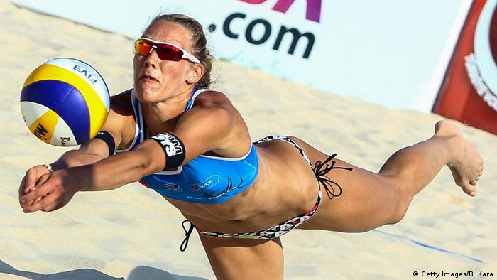 Волейболістка під час гри