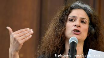 Syrian actress May Skaf, part of the 'Fressen Not und Spiele' project by the Center for Political Beauty in Berlin, Copyright: picture-alliance/dpa/R. Jensen