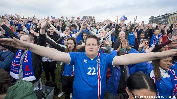 Фанаты в Исландии
