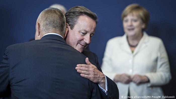 Brüssel Gipfel der Staats- und Regierungschefs Cameron und Merkel im Hintergrund