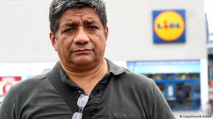 Jorge Acosta, defensor de los trabajadores bananeros de Ecuador, quiere crear conciencia de su situacíón laboral.