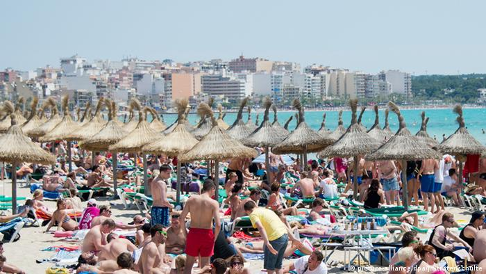Beach on Mallorca, Copyright: picture-alliance/dpa/J.Stratenschulte