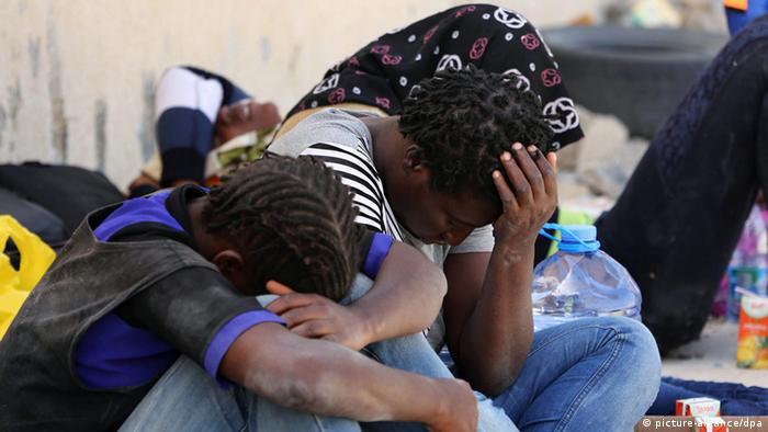 Libyen Flüchtlinge nach Rettung durch Küstenwache