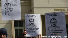 Anhänger der Angeklagten Antoine Deltour und Raphael Halet demonstrierten vor dem Gerichtsgebäude