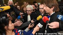 26.04.2016+++ Antoine Deltour und seine Verteidiger beim LuxLeaks-Prozess Former employee at services firm PwC Antoine Deltour (2nd R) and his lawyers Philippe Penning (R) and William Bourdon (C) address the media at the courthouse in Luxembourg on April 26, 2016, within a trial in which Deltour and two other defendants are accused of a huge document leak, dubbed the LuxLeaks scandal, that exposed tax breaks for major global companies, in an issue brought sharply into focus by the Panama Papers scandal. Three men, Antoine Deltour and Raphael Halet, two former employees at services firm PricewaterhouseCoopers (PwC), and French journalist Edouard Perrin go on trial in Luxembourg on April 26 accused of a huge document leak that exposed tax breaks for major global companies, in an issue brought sharply into focus by the Panama Papers scandal. / AFP / JOHN THYS (Photo credit should read JOHN THYS/AFP/Getty Images) © Getty Images/AFP/J. Thys