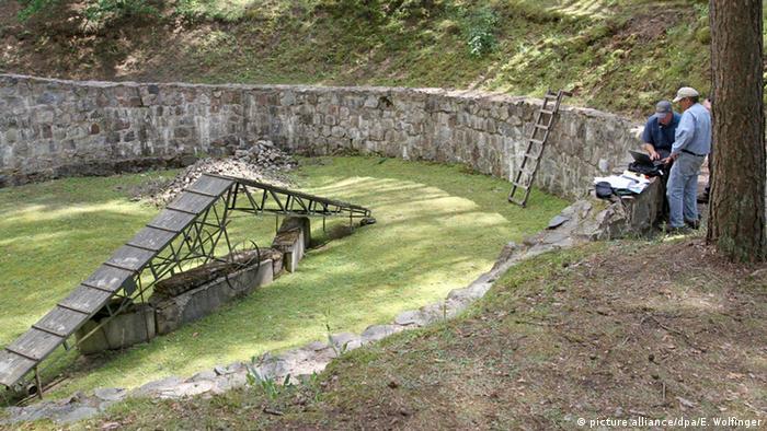 Место, где находилась яма, в которой держали спецбригаду узников концлагерей