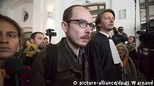 26.04.2016+++ Antoine Deltour beim LuxLeaks-Prozess Defendant, former employee of PricewaterhouseCoopers, Antoine Deltour (C) leaves on the first day of the LuxLeaks whistleblower trial in Luxembourg, 26 April 2016. Three men, two former employees of accounting firm, PricewaterhouseCoopers (PwC), and a journalist, are facing trial accused of leaking thousands of confidential documents revealing corporate tax deals. EPA/JULIEN WARNAND dpa (zu dpa vom 29.06.2016: Gericht verkündet Urteile über «Luxleaks»-Enthüllungen) +++(c) dpa - Bildfunk+++ | © picture-alliance/dpa/J. Warnand