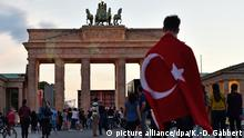Deutschland Brandenburger Tor Türkische Fahne