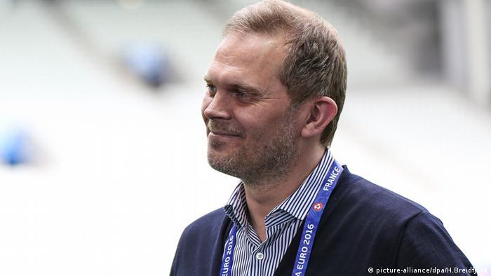 Исландский футбольный комментатор Гудмундур Бенедиктссон.