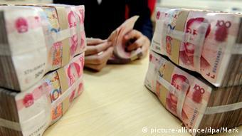 Gelddruck chinesische Banknoten (picture-alliance/dpa/Mark)