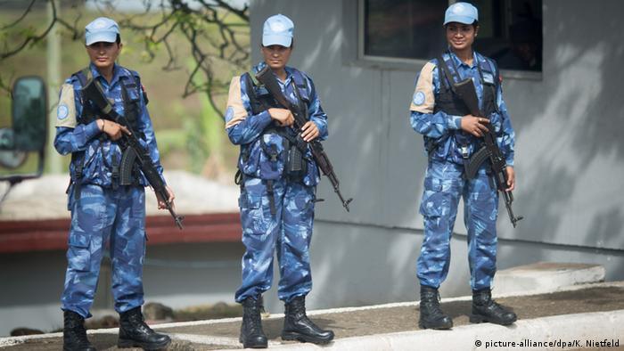 Female UN troops in Monrovia (picture-alliance/dpa/K. Nietfeld)
