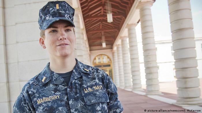 bb7ee80972 A oficial da Marinha Ali Marberry é um dos poucos militares transgêneros a  falar abertamente sobre