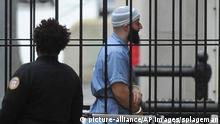Adnan Syed im Februar auf dem Weg zu einer Anhörung vor Gericht