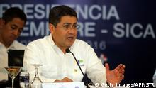 30.06.2016 The president of Honduras Juan Orlando Hernandez speaks during the XLVII Ordinary Meeting of the chiefs of state members of the Central American Integration System (SICA) in Roatan island, Honduras, on June 30, 2016. Belize, Costa Rica, El Salvador, Guatemala, Honduras, Nicaragua, Panama and Dominican Republic are members of the SICA. / AFP / STR (Photo credit should read STR/AFP/Getty Images) (c) Getty Images/AFP/STR