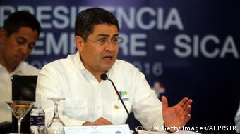 Juan Orlando Hernandez durante una conferencia