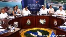 30.06.2016 (L to R) Presidents Salvador Sanchez Ceren of El Salvador, Juan Orlando Hernandez of Honduras, Jimmy Morales of Guatemala and Juan Carlos Varela of Panama take part in the XLVII Ordinary Meeting of the chiefs of state members of the Central American Integration System (SICA) in Roatan island, Honduras, on June 30, 2016. Belize, Costa Rica, El Salvador, Guatemala, Honduras, Nicaragua, Panama and Dominican Republic are members of the SICA. / AFP / STR (Photo credit should read STR/AFP/Getty Images) (c) Getty Images/AFP/STR