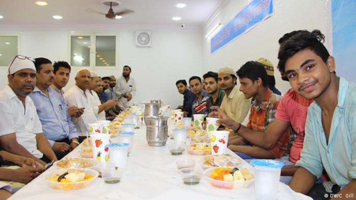 Indien Ramadan-Feier in Alt Delhi Hindus und Muslime feiern gemeinsam