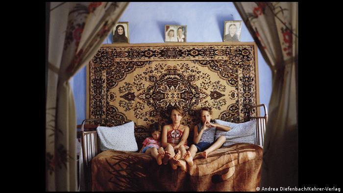 Buchbesprechung Land ohne Eltern von Andrea Diefenbach