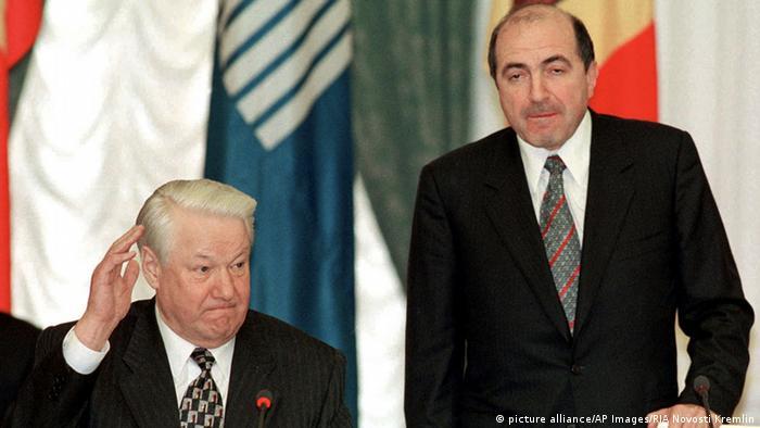 Yeltsin (izq.) y el oligarca Borís Berezovski (der.).