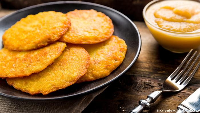 Kartoffelpuffer or Reibekuchen - Potato pancakes (Colourbox/Christian Fischer)