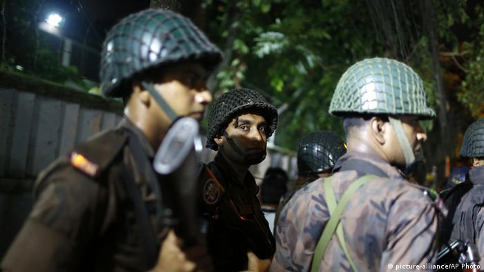 أنباء عن سقوط قتلى واحتجاز رهائن في هجوم بنجلاديش