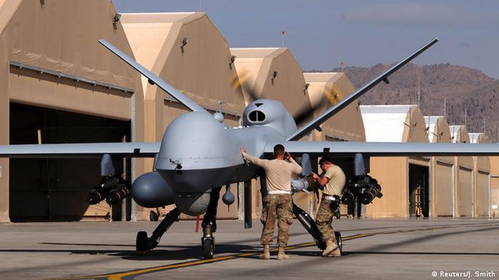 نیروی هوایی آمریکا سه نوع پهپاد در اختیار دارد: ام کیو-۱ پرداتور مجهز به دوربین و انواع حسگرها بوده و قابلیت حمل موشک را داراست و در عملیات شناسایی و رزم بهطور گسترده در کشورهای عراق، پاکستان و لیبی بکار گرفته شده است. نورثروپ گرومن آر کیو-۴ گلوبال هاوک برای شناسایی بکار برده میشود. ام کیو-۹ جنرال اتومیک (عکس) با قابلیت حمل موشکهای ۵۰۰ پوندی.