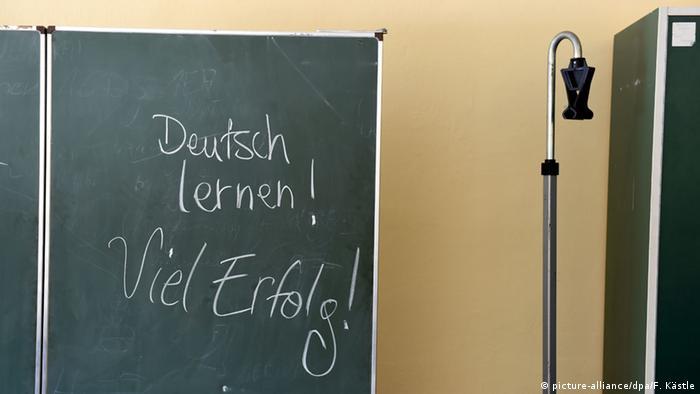 Deutsch lernen Tafel (picture-alliance/dpa/F. Kästle)