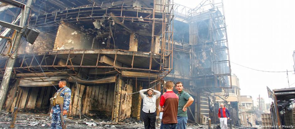 """Ataque terrorista em área xiita de Bagdá, reivindicado pelo grupo extremista sunita """"Estado Islâmico"""""""