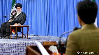 Iran Ali Khamenei Kritik durch Student Mohammad Ali Kam Firouzi (Khamenei.ir)