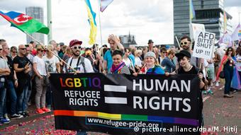 Köln Christopher Street Day 2016 (picture-alliance/dpa/M. Hitij)