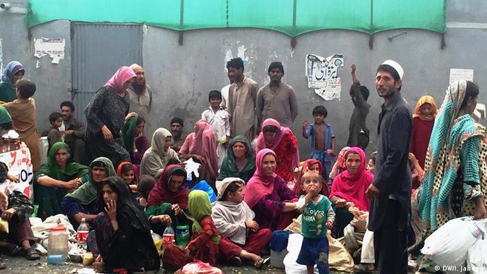 Pakistan Fastenbrechen Eid al-Fitr (DW/I. Jabeen)