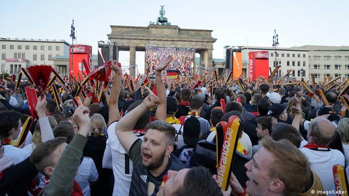 UEFA EURO 2016 Public Viewing in Berlin Deutschland vs. Italien Fans, Copyright: Imago/Leber