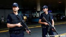 30.06.2016 **** Police officers stand guard at Ataturk airport in Istanbul, Turkey, June 30, 2016. REUTERS/Murad Sezer © Reuters/M. Sezer