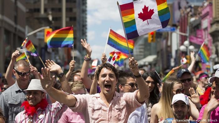 Kanada Toronto Premierminister Justin Trudeau bei Gay Pride Parade (picture-alliance/AP Images/M. Blinch)