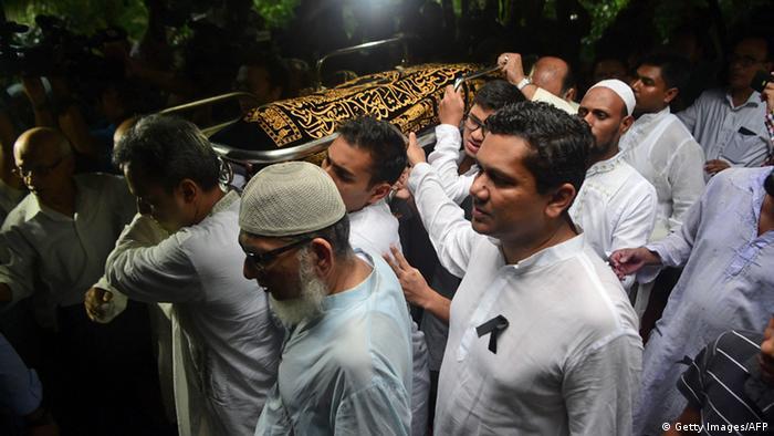 Bangladesch Trauerfeier für Opfer des Anschlags auf Restaurant